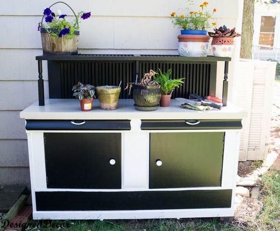 06-bench-gardening