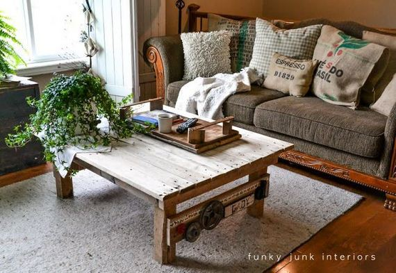 07-DIY-Pallet-Tables