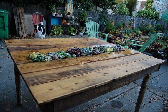 12-DIY-Pallet-Tables