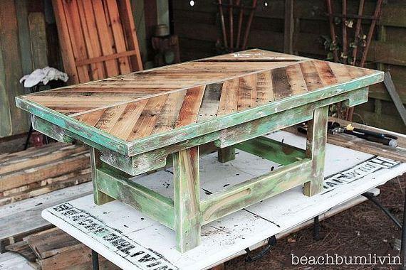 17-DIY-Pallet-Tables