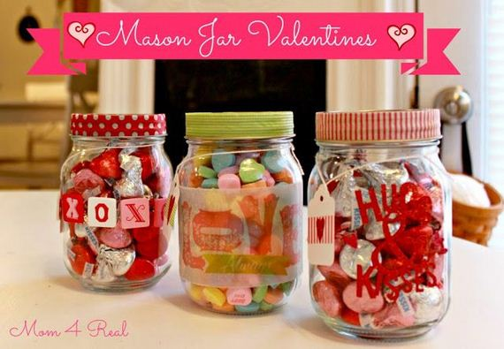 23-DIY-Valentine-Gifts-in-a-Jar