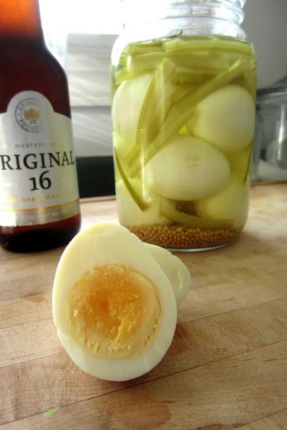 04-Ways-to-eat-hard-boiled-eggs