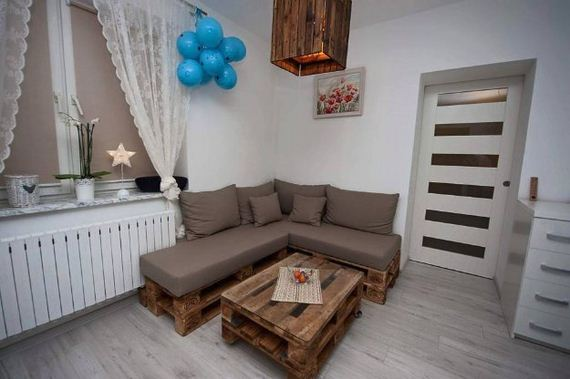 12-Pallet-Furniture-Ideas