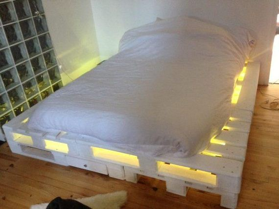 02-Best-DIY-Pallet-Bed-Projects
