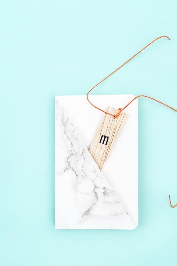 04-marble-jewelry-hanger