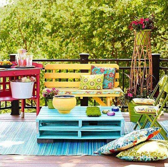 02-tiny-balcony-furniture