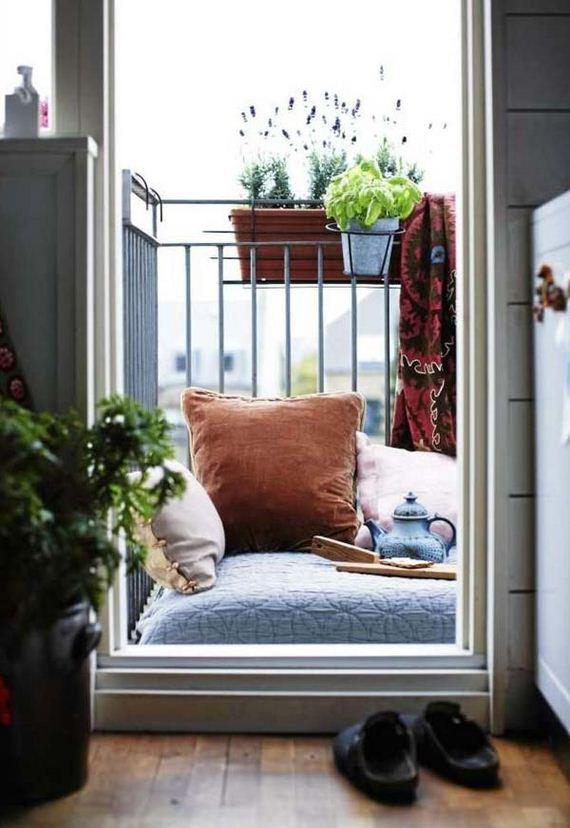 05-tiny-balcony-furniture