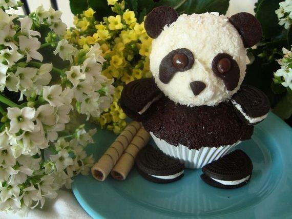 06-Panda-Cupcakes