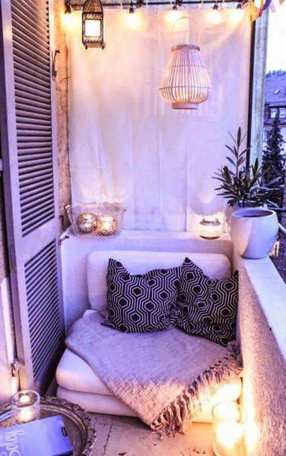 06-tiny-balcony-furniture