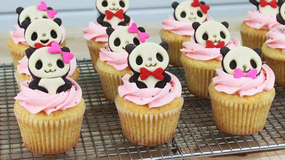 07-Panda-Cupcakes