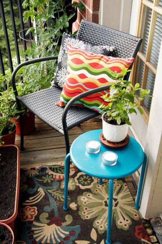 08-tiny-balcony-furniture