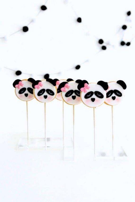 12-Panda-Cupcakes