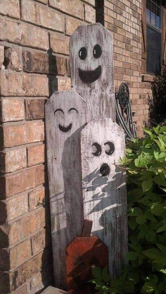 02-halloween-decorations-made-out-of-recycled-wood