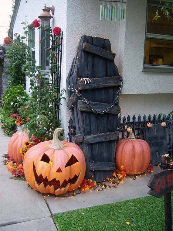 13-halloween-decorations-made-out-of-recycled-wood
