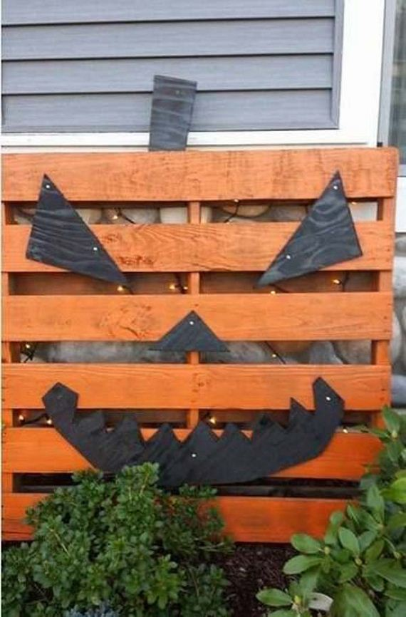 18-halloween-decorations-made-out-of-recycled-wood