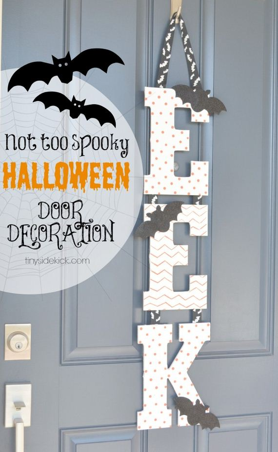 01-halloween-door-decor-diys