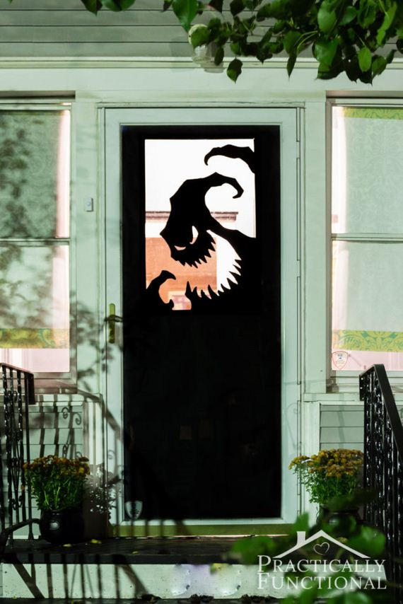 05-halloween-door-decor-diys