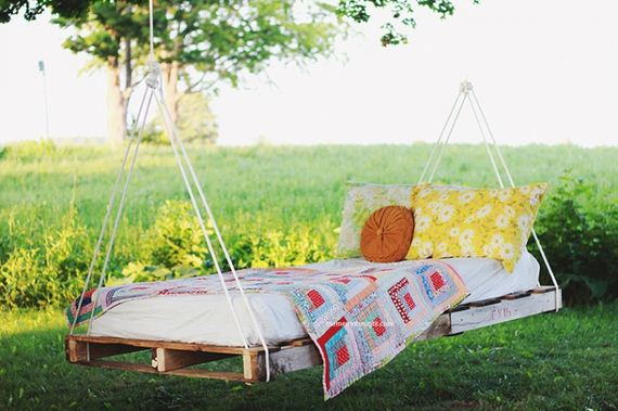 06-diy-pallet-patio-furniture