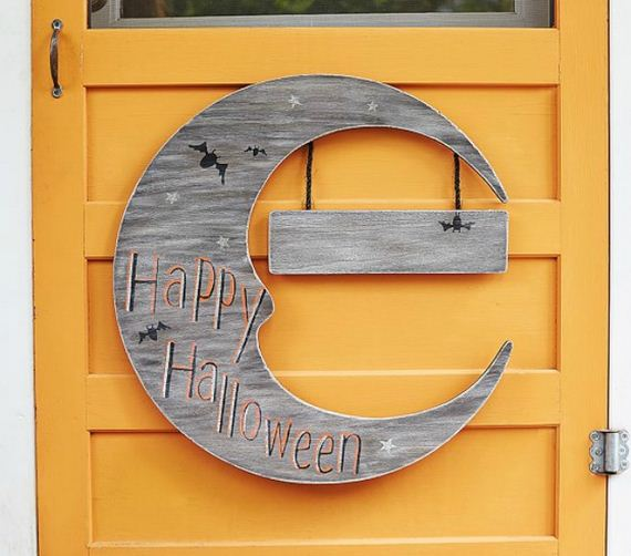 07-halloween-door-decor-diys