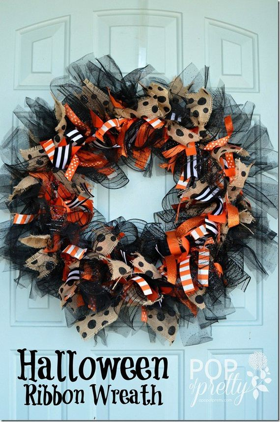 09-halloween-door-decor-diys