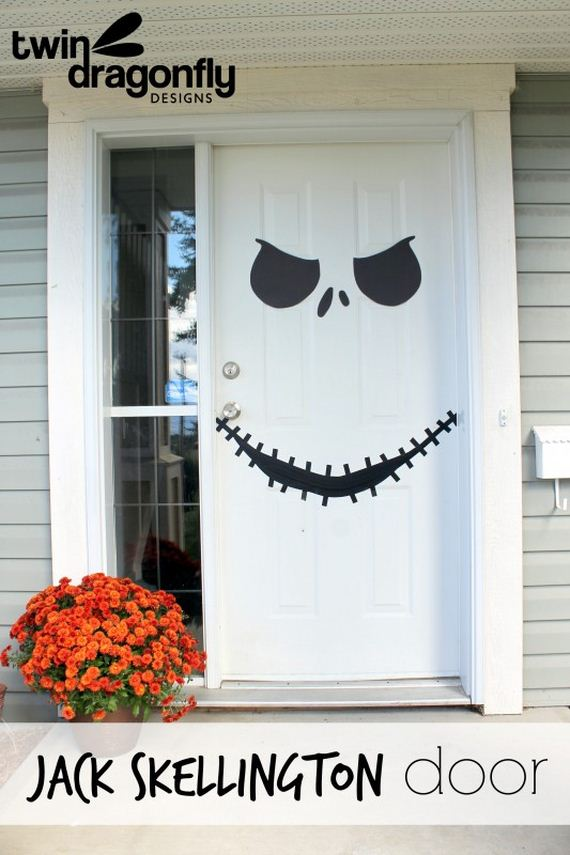 12-halloween-door-decor-diys