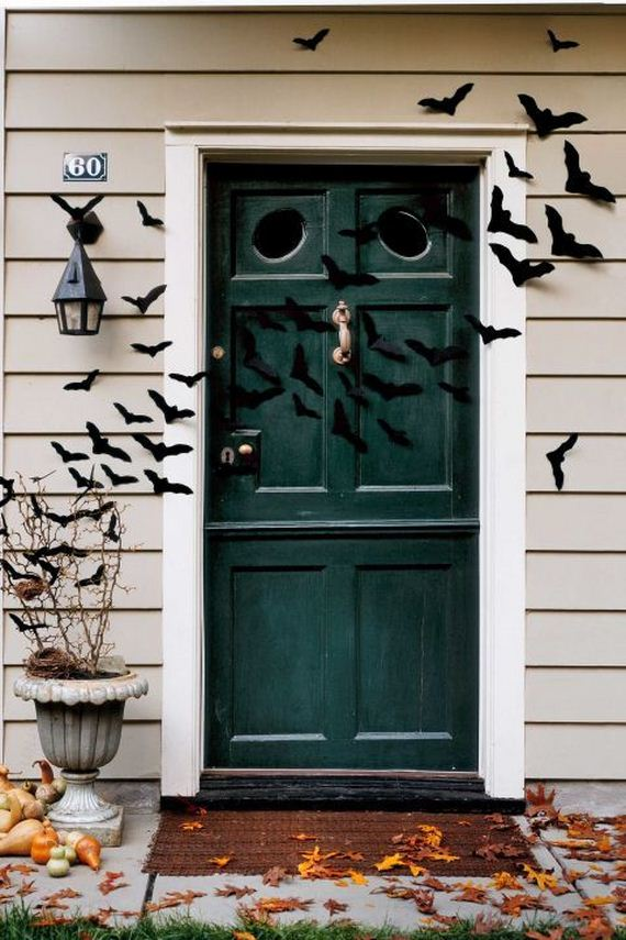 13-halloween-door-decor-diys