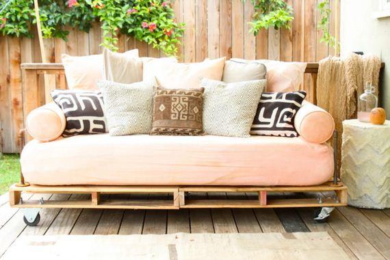 20-diy-pallet-patio-furniture