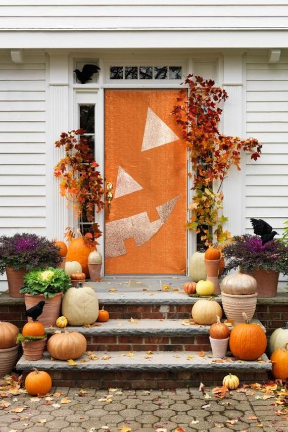 23-halloween-door-decor-diys