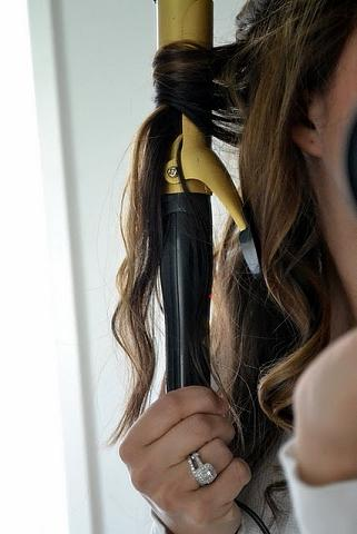 how-to-curl-your-hair-wavy-curls