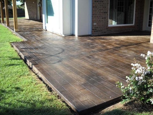 how-to-score-and-stain-concrete-to-look-like-wood