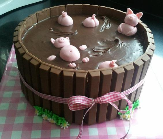 swimming-pigs-chocolate-kit-kat-cake